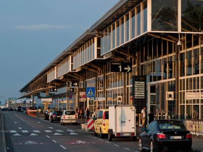 Why book Frankfurt Airport car rental at VIP Cars?